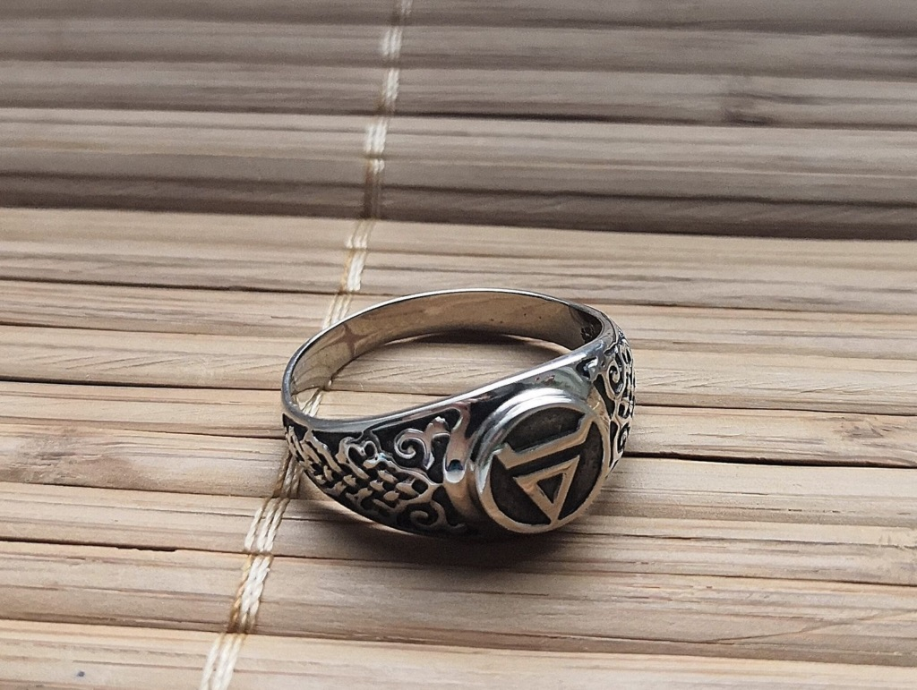 Многоликость знака Велеса. Обереги с символикой, их значение и изготовление