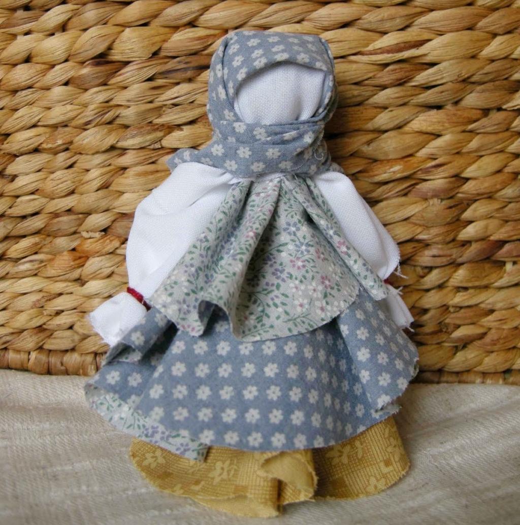 Главный символ защиты от болезней и других неприятностей — куклы-мотанки. Значение, виды и изготовление